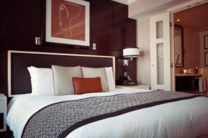 funkcjonalnie wykończona sypialnia