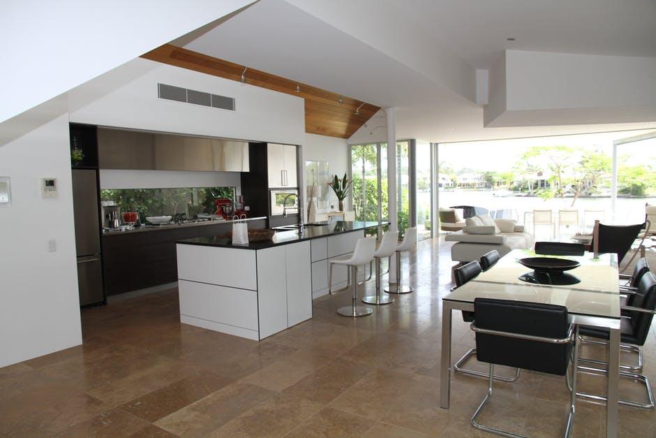 drewniane płytki które spotkać można w kuchni