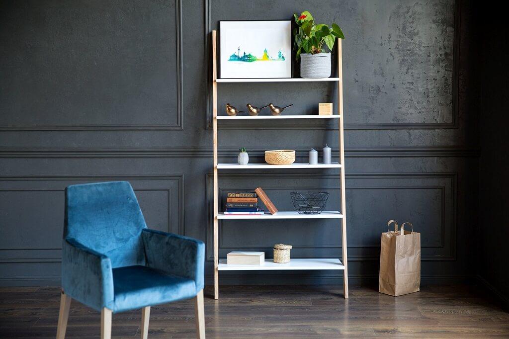 drabina w domu może służyć na książki